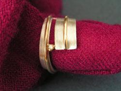 Ineke IJzerman Strakke moderne vormgeving in zilver en goud
